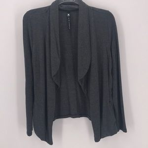 90.DEGREE CHARCOAL DRAPED OPEN FRONT CARDIGAN M